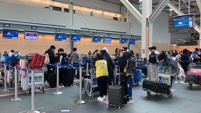 276 công dân từ Vancouver  (Canada) đã về tới Việt Nam, ngay lập tức cách ly - Ảnh 2.