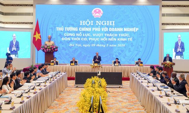 """Chùm ảnh: Thủ tướng chủ trì Hội nghị với doanh nghiệp """"Cùng nỗ lực, vượt thách thức, đón thời cơ, phục hồi nền kinh tế"""" - Ảnh 1."""