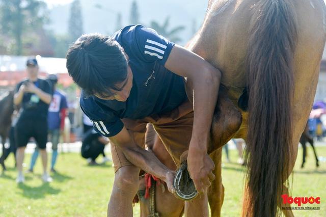 """Độc đáo giải đua ngựa thồ và những kị sĩ """"chân đất"""" ở Bắc Hà - Ảnh 6."""