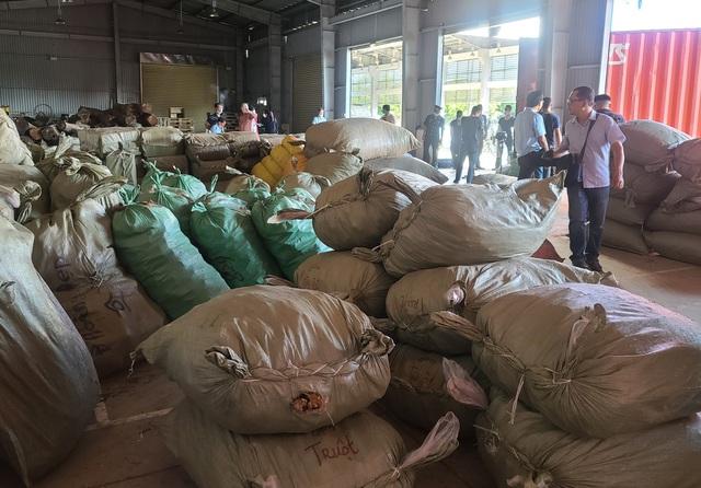 """Phát hiện khoảng 100 tấn dược liệu nhập từ Trung Quốc """"đội lốt"""" hàng nông sản   - Ảnh 2."""