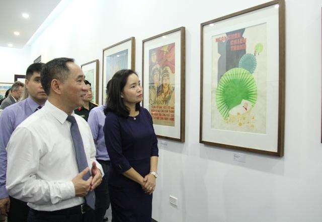 Bảo tàng Mỹ thuật Việt Nam giới thiệu 30 tranh cổ động trong giai đoạn từ 1958 đến 1986 - Ảnh 1.