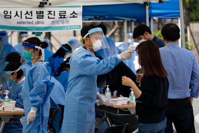 Làn sóng lây nhiễm thứ hai khiến Hàn Quốc vật lộn với các ca nhiễm Covid-19 mới - Ảnh 1.