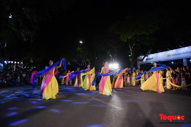 Rực rỡ sắc màu từ lễ hội đường phố ''Hà Nội - điểm đến xanh'' - Ảnh 12.