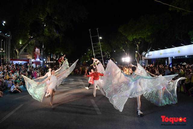 Rực rỡ sắc màu từ lễ hội đường phố ''Hà Nội - điểm đến xanh'' - Ảnh 21.