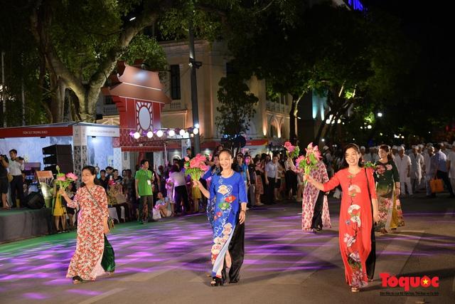 Rực rỡ sắc màu từ lễ hội đường phố ''Hà Nội - điểm đến xanh'' - Ảnh 6.