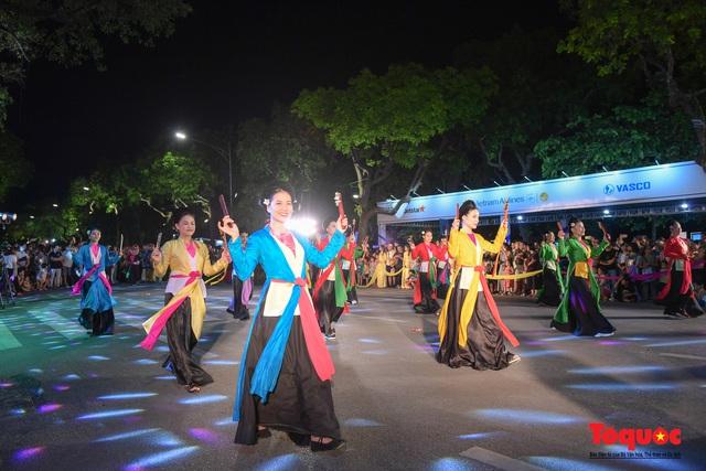 Rực rỡ sắc màu từ lễ hội đường phố ''Hà Nội - điểm đến xanh'' - Ảnh 8.