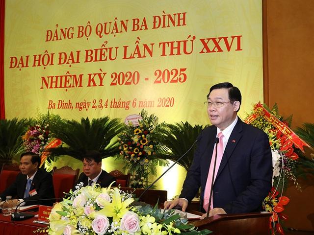 Bí thư Thành ủy Hà Nội Vương Đình Huệ chỉ cách tháo gỡ vướng mắc cho quận Ba Đình để đạt mục tiêu 100% trường chuẩn quốc gia - Ảnh 1.
