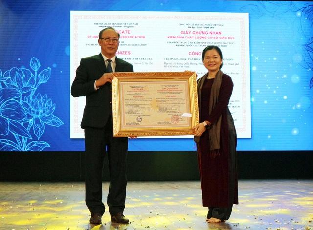 Trường Đại học Văn hóa thành phố Hồ Chí Minh vinh dự nhận Cờ thi đua của Chính phủ - Ảnh 3.
