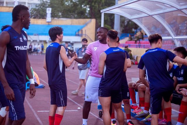 Chùm ảnh: Màn ra mắt ấn tượng của Rimario trong màu áo Hà Nội FC sau quãng thời gian dài chấn thương - Ảnh 1.