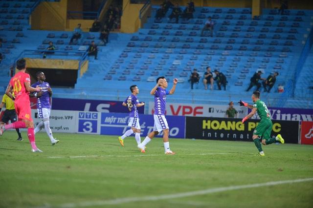[Chùm ảnh] Thất bại đắng thứ hai của Hà Nội FC ngay trên sân nhà - Ảnh 10.