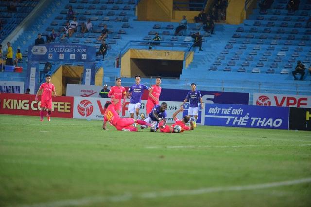 [Chùm ảnh] Thất bại đắng thứ hai của Hà Nội FC ngay trên sân nhà - Ảnh 9.