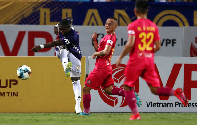 [Chùm ảnh] Thất bại đắng thứ hai của Hà Nội FC ngay trên sân nhà - Ảnh 3.