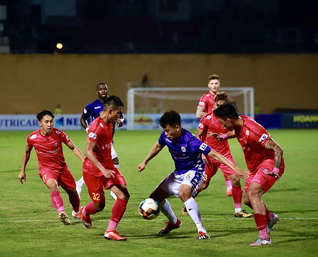 Vòng 7 V-League 2020: Thanh Hóa thăng hoa, Sài Gòn nối dài mạch bất bại - Ảnh 1.
