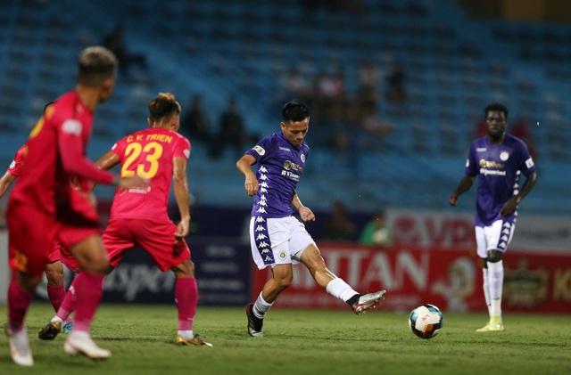 [Chùm ảnh] Thất bại đắng thứ hai của Hà Nội FC ngay trên sân nhà - Ảnh 1.