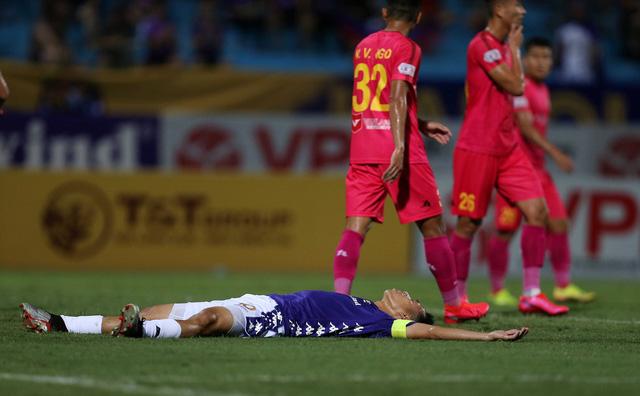 [Chùm ảnh] Thất bại đắng thứ hai của Hà Nội FC ngay trên sân nhà - Ảnh 4.