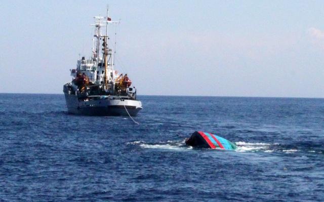 Huế: Va chạm tàu cá trên biển khiến 1 người chết, 1 người mất tích - Ảnh 1.