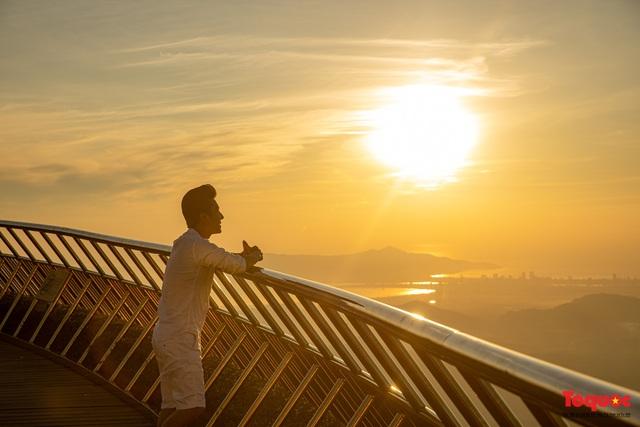 Ngắm Cầu Vàng đẹp lạ trong nắng sớm - Ảnh 7.