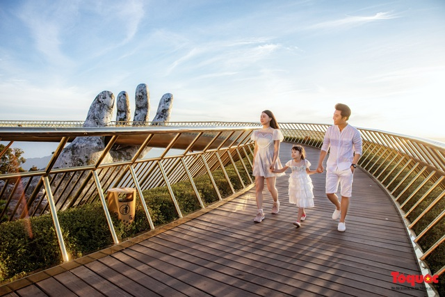 Ngắm Cầu Vàng đẹp lạ trong nắng sớm - Ảnh 11.