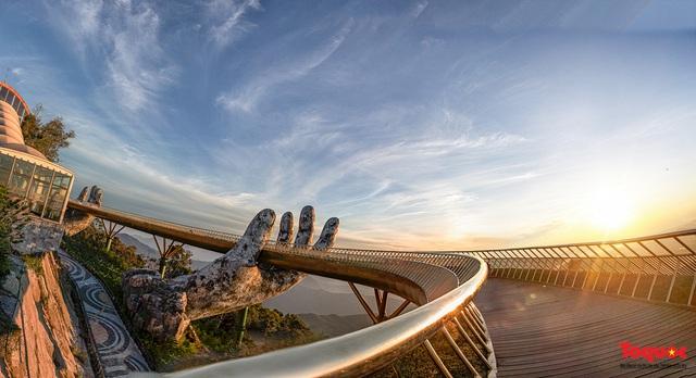 Ngắm Cầu Vàng đẹp lạ trong nắng sớm - Ảnh 2.