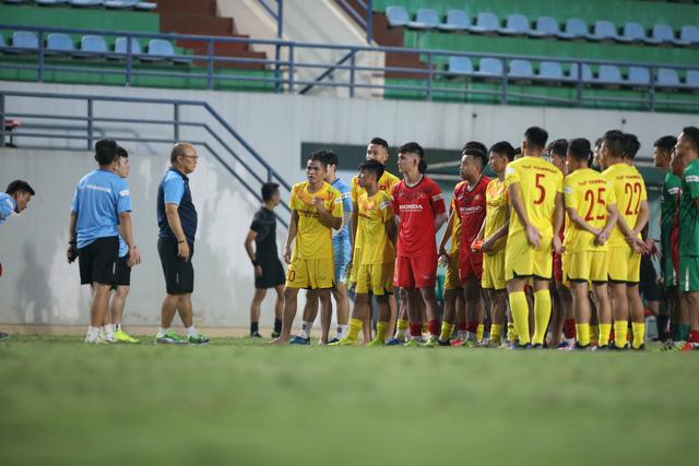 U22 Việt Nam thi đấu nội bộ: Thể lực yếu là vấn đề lớn - Ảnh 6.