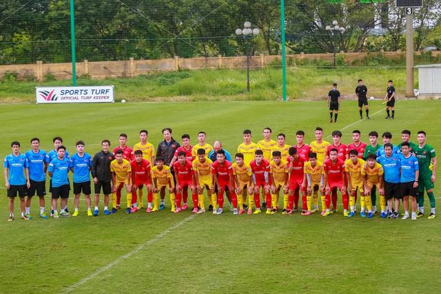 U22 Việt Nam thi đấu nội bộ: Thể lực yếu là vấn đề lớn - Ảnh 1.