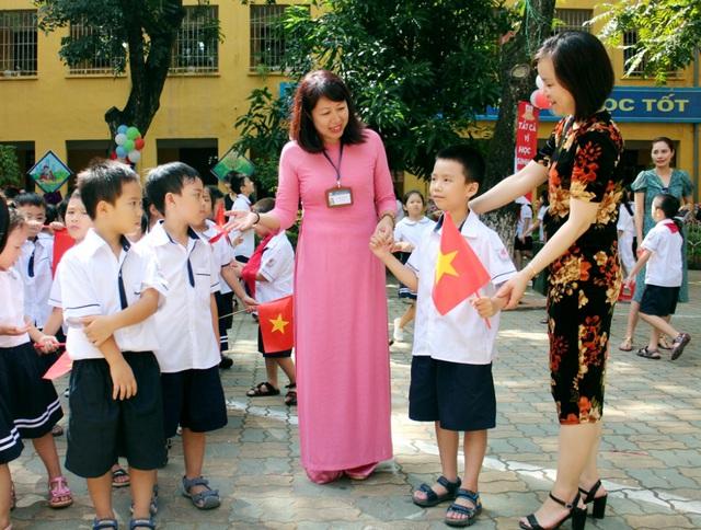 Bắt đầu thực hiện lộ trình 10 năm nâng trình độ chuẩn được đào tạo đối với giáo viên  - Ảnh 1.
