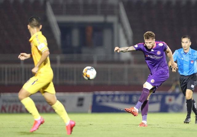 """VFF yêu cầu tăng án phạt với trọng tài """"cướp"""" penalty của Nam Định - Ảnh 1."""