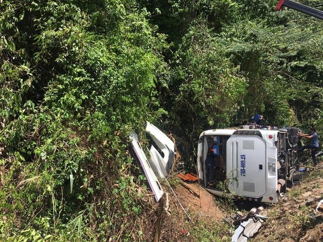 Vụ lật xe ở Quảng Bình: Số nạn nhân tăng lên 13 người - Ảnh 1.