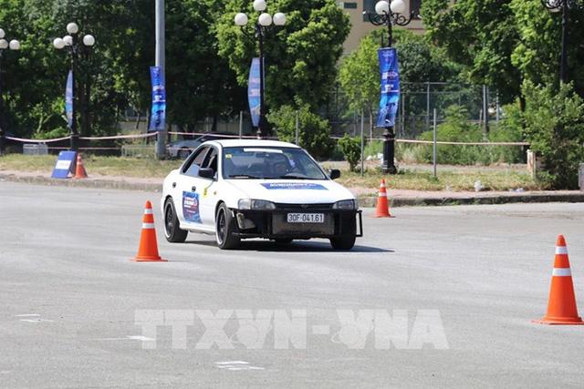 30 tay đua tranh tài quyết liệt tại Giải ô-tô thể thao Gymkhana - Ảnh 1.