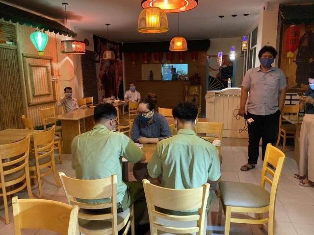 Đà Nẵng phát hiện hoạt động kinh doanh dịch vụ ăn uống không chấp hành các biện pháp phòng, chống bệnh truyền nhiễm - Ảnh 1.
