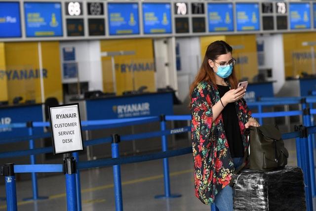 Anh kế hoạch bỏ cách ly cho hành khách đến từ các nước ít rủi ro - Ảnh 1.