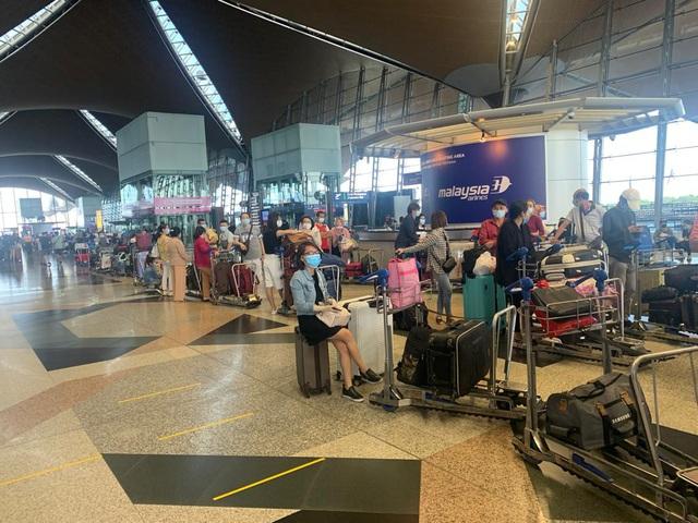 Đưa hơn 300 công dân Việt Nam từ Malaysia về nước an toàn - Ảnh 2.