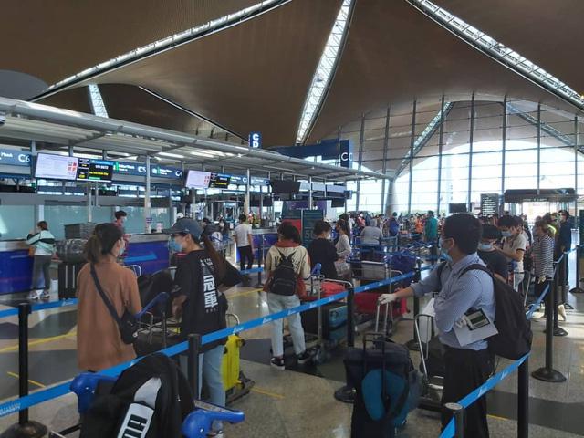 Đưa hơn 300 công dân Việt Nam từ Malaysia về nước an toàn - Ảnh 6.