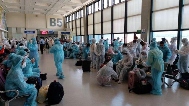 Hơn 240 công dân Việt từ Đài Loan về nước an toàn - Ảnh 1.