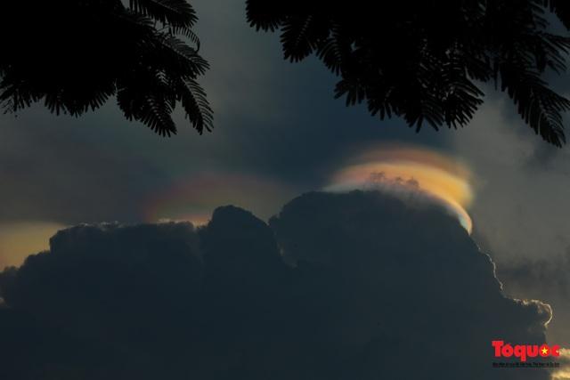 Quầng mây tán sắc kỳ bí xuất hiện trên bầu trời Hà Nội - Ảnh 7.