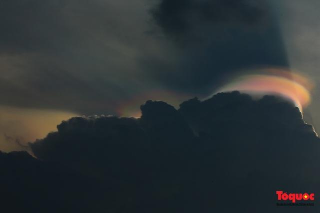 Quầng mây tán sắc kỳ bí xuất hiện trên bầu trời Hà Nội - Ảnh 8.