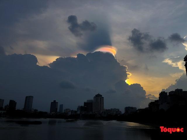 Quầng mây tán sắc kỳ bí xuất hiện trên bầu trời Hà Nội - Ảnh 10.