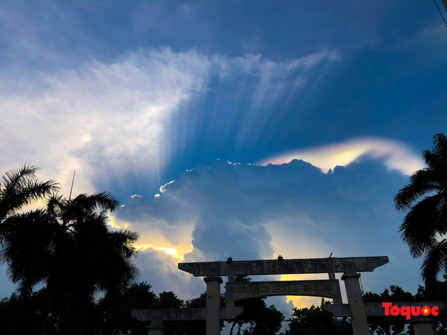Quầng mây tán sắc kỳ bí xuất hiện trên bầu trời Hà Nội - Ảnh 12.