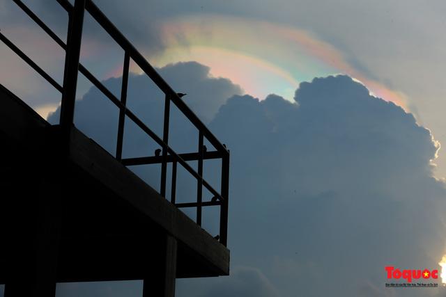 Quầng mây tán sắc kỳ bí xuất hiện trên bầu trời Hà Nội - Ảnh 14.