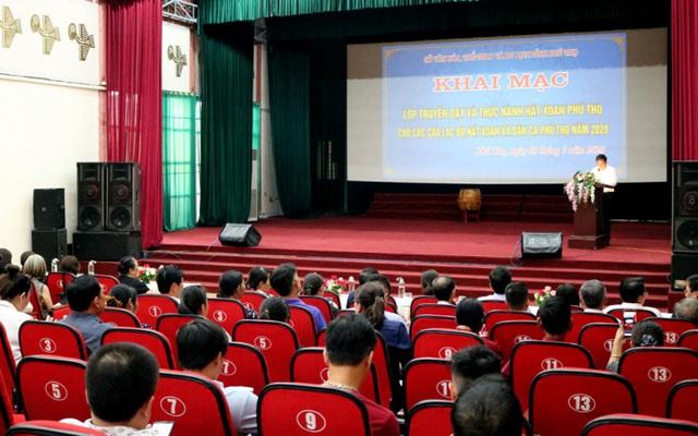 Tổ chức lớp truyền dạy và thực hành Hát Xoan cho các học viên Câu lạc bộ Hát Xoan và Dân ca Phú Thọ - Ảnh 1.