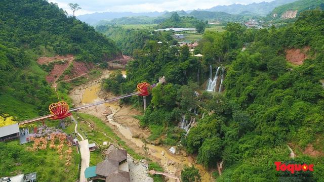 Chiêm ngưỡng vẻ đẹp của thác Dải Yếm giữa cao nguyên Mộc Châu - Ảnh 1.