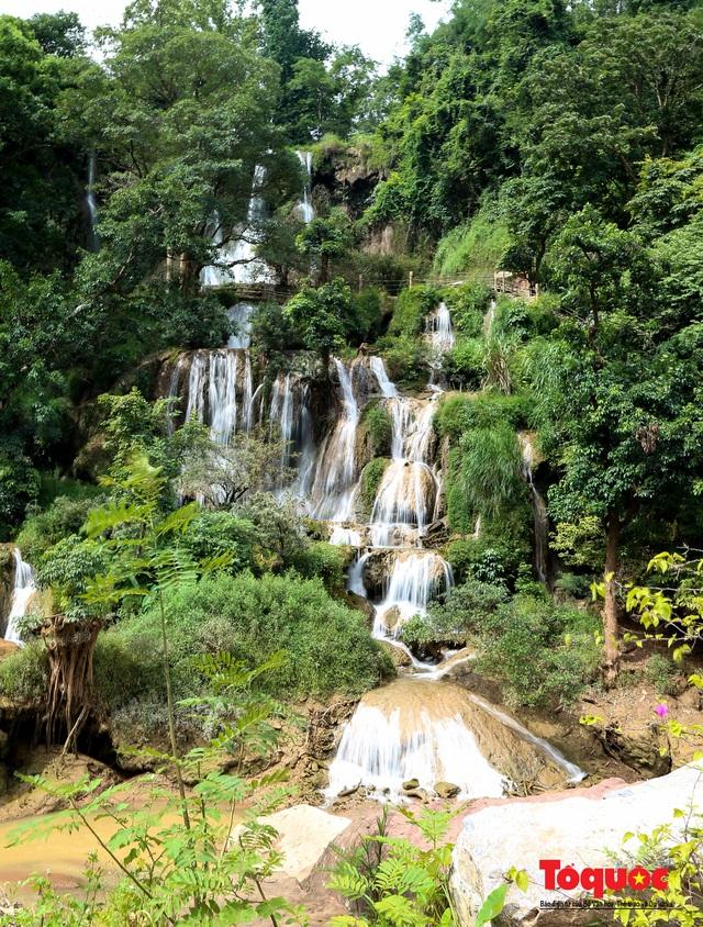 Chiêm ngưỡng vẻ đẹp của thác Dải Yếm giữa cao nguyên Mộc Châu - Ảnh 2.