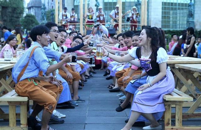 Khơi dậy mọi giác quan với lễ hội ẩm thực và bia tại Sun World Ba Na Hills - Ảnh 1.