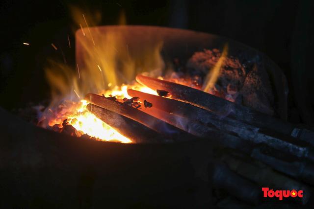 """Người giữ """"lửa rèn"""" cuối cùng của chốn Kinh kỳ - Ảnh 4."""