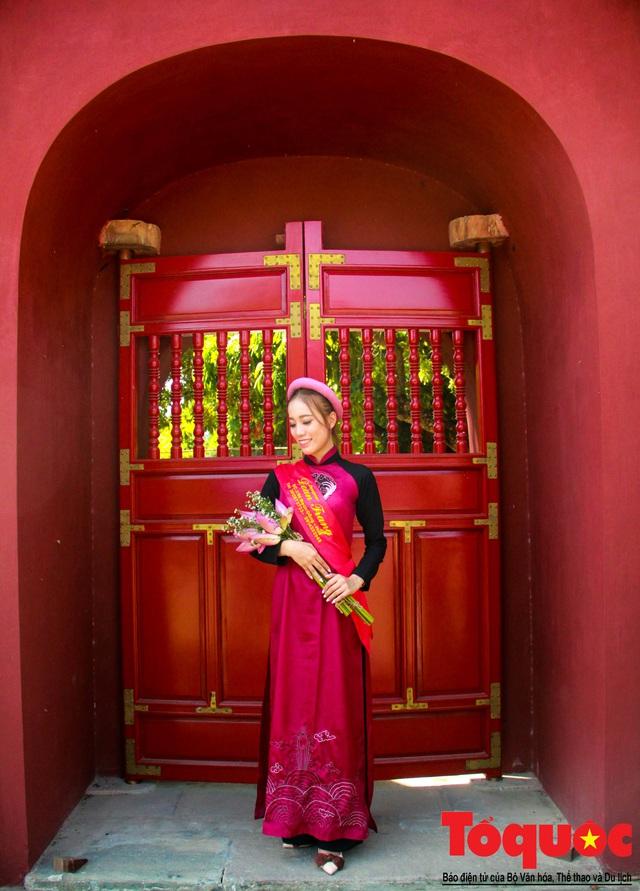 Hàng trăm tà áo dài diễu hành trên phố tri ân chúa Nguyễn Phúc Khoát - Ảnh 14.