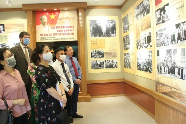 Khai mạc Trưng bày chuyên đề Chủ tịch Hồ Chí Minh- người sáng lập Nhà nước Việt Nam Dân Chủ Cộng Hòa - Ảnh 15.