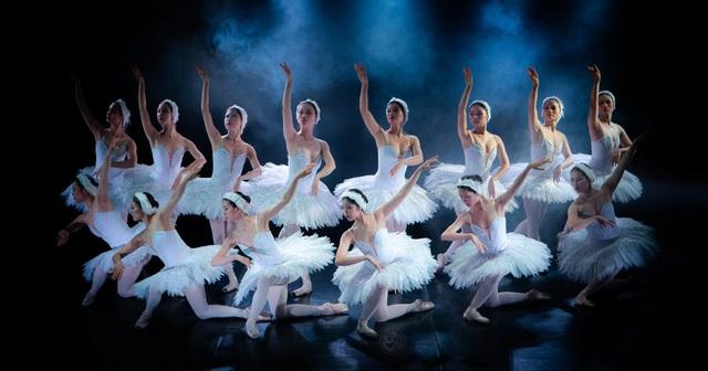 Hoãn lưu diễn vở Ballet Hồ Thiên Nga - Ảnh 2.