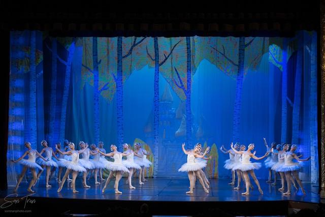 Hoãn lưu diễn vở Ballet Hồ Thiên Nga - Ảnh 1.