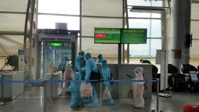 Vietjet đưa hơn 800 khách từ tâm dịch Đà Nẵng trở về nhà - Ảnh 1.