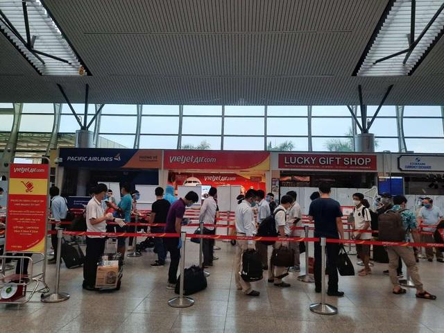 Vietjet đưa hơn 800 khách từ tâm dịch Đà Nẵng trở về nhà - Ảnh 2.